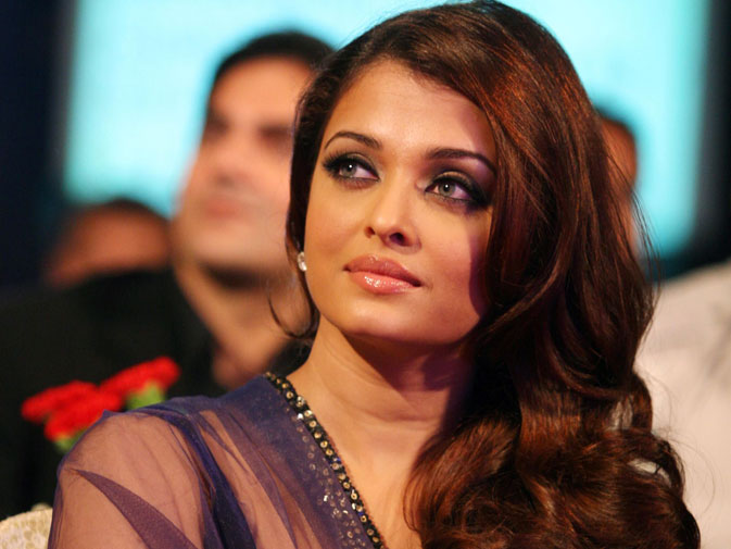 Indian Bollywood actress Aishwarya Rai Bachchan attends the ?Big Star Entertainment Awards? ceremony in Mumbai on December 21, 2010. ? AFP