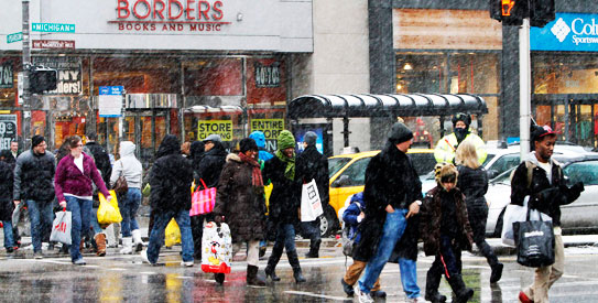 Holiday shoppers, American shoppers, Michigan Avenue, snowfall, Chicago, American economy, US business, American business, US economy, Christmas