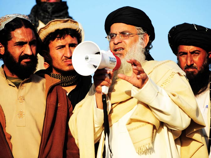 Cleric Abdul Aziz addresses the tribesmen from North Waziristan in Islamabad.