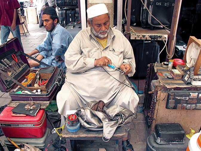 Some of the shop-owners have been working in the market for decades. Take for instance, Abdul Rehman who is a luggage expert working in the bazaar for about 40 years now. From the damaged locks to broken handles of luggage, Abdul Rehman provides a one-stop shop for all problems related to luggage.
