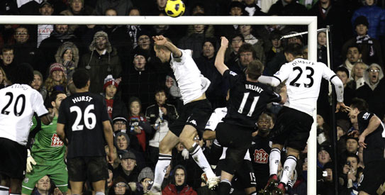 Man United go clear at top; Fulham out of relegation zone