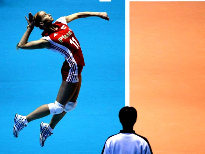 Poland's Anna Werblinska jumps to serve against Russia during their second round match of the FIVB Women's Volleyball World Championship in Tokyo November 7, 2010. - Photo by Reuters.