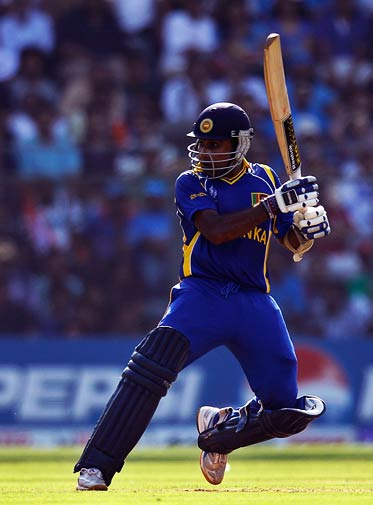 Mahela Jayawardene prepares to hit. ? Photo by AP