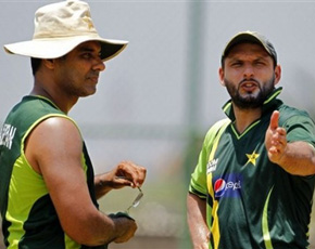 Afridi and Waqar, take a bow