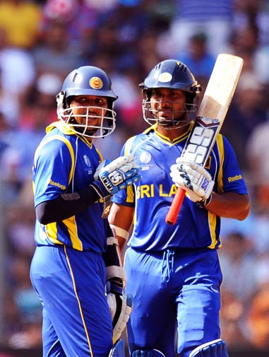 Tillakaratne Dilshan (L) and Captain Kumar Sngakkara discuss during the match. ? Photo by AFP