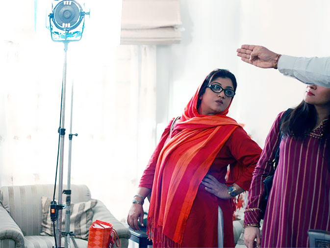 Hina Dilpazeer: ?There is no competition and we are not trying to copy anyone, our aim was never to compete with any other sitcom. I came for the style of the play and stuck for the team, the cast and the crew, which makes the play what is it now.?