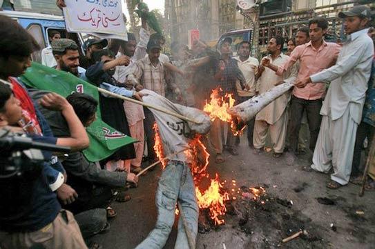 'Armed gangs outnumber police in Karachi'
