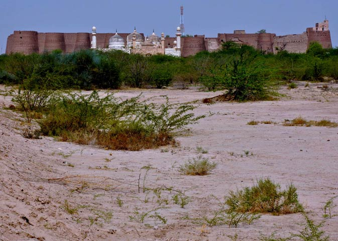 The Derawar mosque in front of the massive fort after which it was named. The Derawar fort has around 40 bastions that stand 30 feet high. The walls have a circumference of 1.5 km. It stands in the middle of the Cholistan desert.