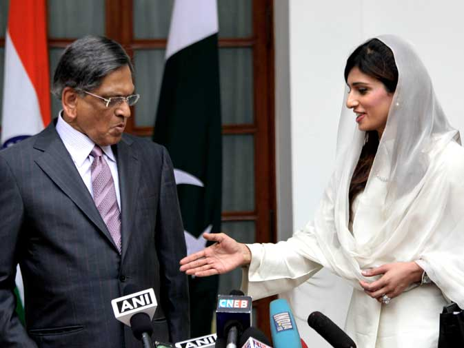 "?A new generation of Indians and Pakistanis will see a relationship that will hopefully be much different from the one that has been experienced in the last two decades.? <br> Yes, we are seeing it already. Qureshi made Indians angry, while you Ms.Khar are ""clearly being looked at as a perfect combination of beauty and brains (source: AFP)."" No need to mention diplomacy skills we assume? ? AP photo"