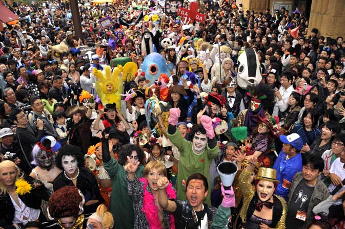 People wearing Halloween costumes march on the street during the 15th Halloween Parade in Kawasaki, suburban Tokyo on October 30, 2011 ? AFP photo.