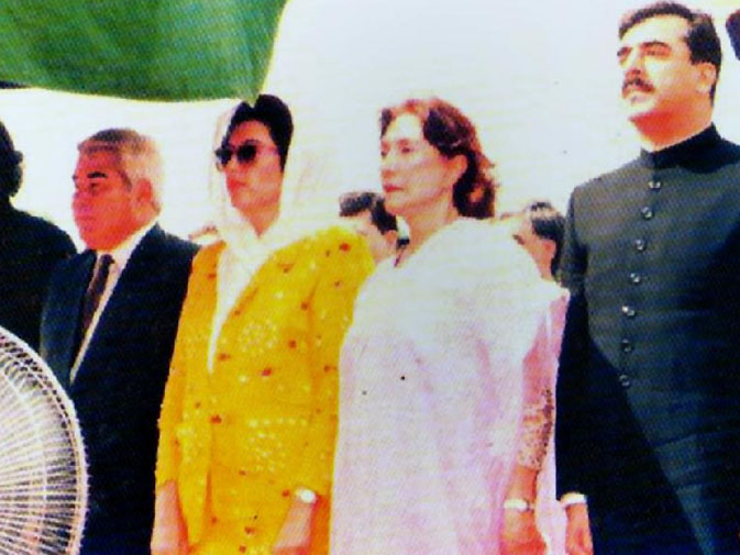 With Benazir Bhutto serving as the prime minister, Begum Bhutto once again played an active host for state guests. Seen here with BB, Yusuf Raza Gilani and Turkmenistan's PM Karim Niyazov. ? APP File Photo