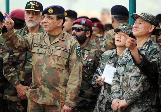 Pakistan's army chief General Ashfaq Kayani (L) and General Hou Shusen (R), Deputy Chief of  Staff of Chinese People's Liberation Army (PLA), watch the Pakistan-China anti-terrorist drill. ?AFP Photo.