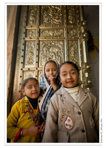 Sikh Girls in front of the gold gate.- Photo by Humayun Memon | 18% grey