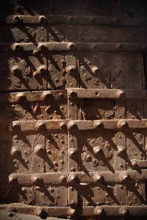 The Door to the Lahore Fort - Photo by Humayun M | 18% grey