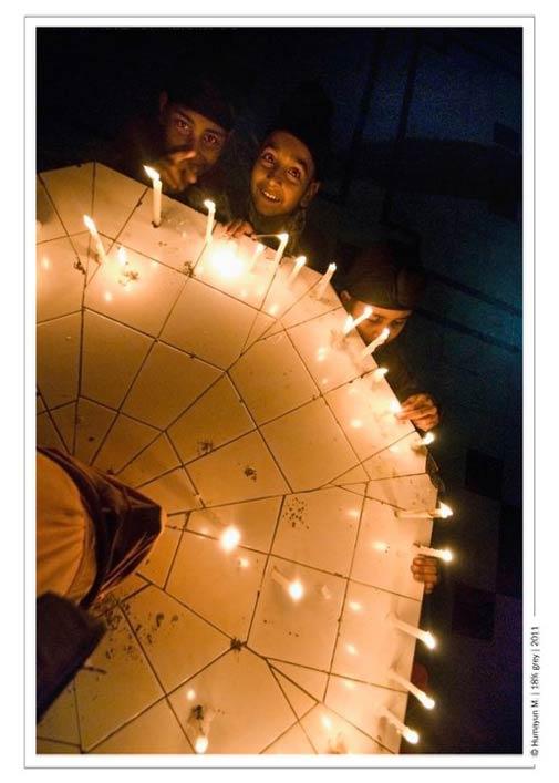 Kids lighting candles near the Gurdwara.- Photo by Humayun Memon | 18% grey