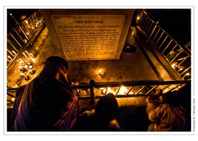 A sikh family lighting oil lamps in remembrance of their leader.- Photo by Humayun Memon | 18% grey