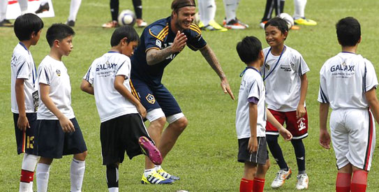 Los Angeles Galaxy's David Beckham (C) reacts during a coaching clinic at Bung Karno stadium in Jakarta November 29, 2011. Major League Soccer champions, LA Galaxy were in Jakarta for a three days visit as part of their Asian tour.  —File photo by Reuters