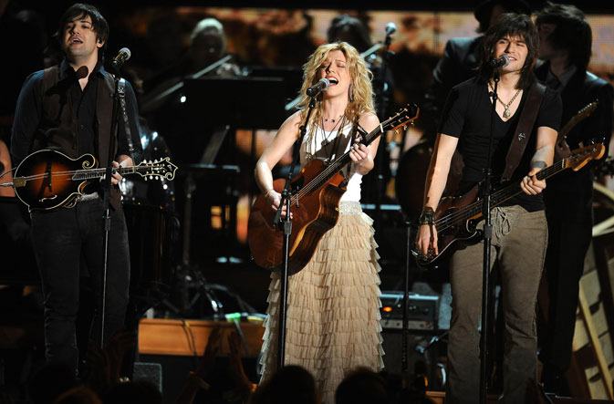 The Band Perry pays tribute to Glen Campbell. ? AFP Photo