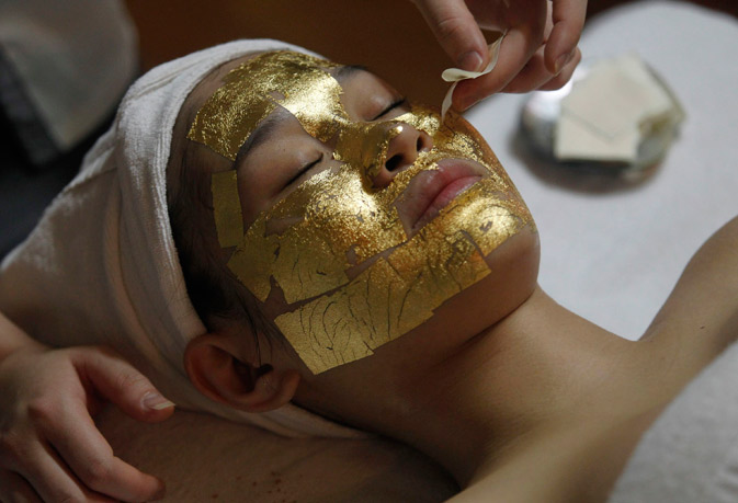 An employee pastes a gold leaf on the face of a client at the Viet My beauty salon in Hanoi. Despite tough economic conditions, including soaring inflation, people in Vietnam seem to be spending heavily as usual on special occasions like Valentine's Day. Viet My is one of a small number of salons in Vietnam that provides 24k gold leaf face mask therapy, said to help make skin whiter. – Reuters Photo.