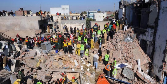Breaking News Pakistan: 10 dead 150 trapped under rubble in Factory collapse  Lahore-factory-collapse-543