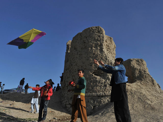 Afghan kite-fighting celebrates New Year