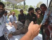 volunteers-help-people-injured-in-a-suicide-attack-at-Karachi