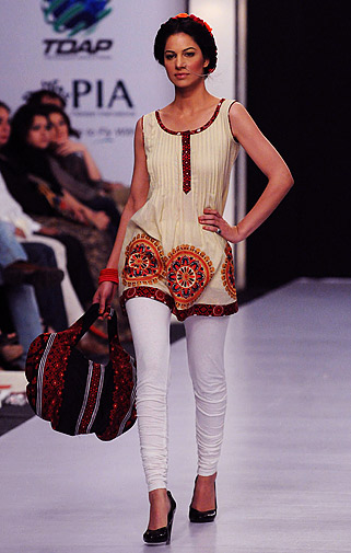 Wardah lawn showed its take on high Spring/Summer 2012 fashion.
