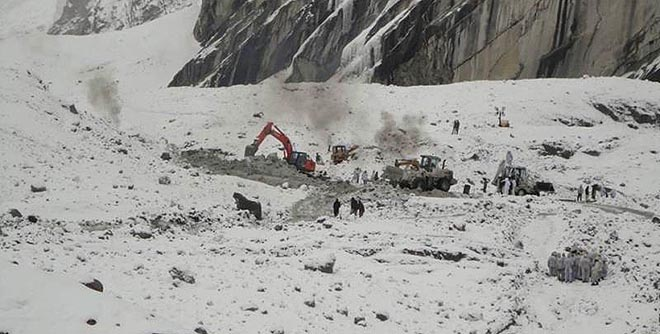 130412-siachen-avalanche-pakistan-army-660