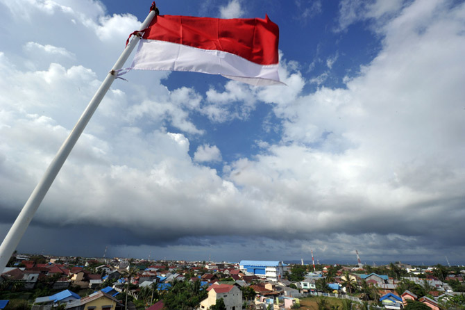 This picture taken in Banda Aceh on April 6, 2012 shows the Indonesian flag waving over the west coast of Sumatera in Banda Aceh. ? Photo by AFP