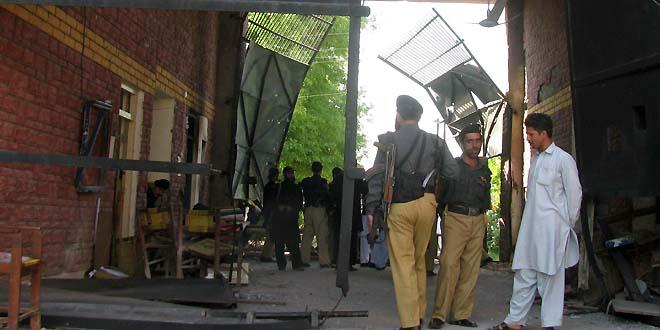 Militants attack Bannu jail, nearly 400 inmates escape