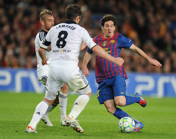 Barcelona's Argentinian forward Lionel Messi (R) vies fot the ball with Chelsea's Portuguese midfielder Raul Meireles (L) and Chelsea's midfielder Frank Lampard (C) during the UEFA Champions League second leg semi-final football match Barcelona against Chelsea at the Cam Nou stadium in Barcelona on April 24, 2012. Ten-man Chelsea reached the Champions League final after drawing 2-2 with holders Barcelona in their semi-final final second leg clash here to progress 3-2 on aggregate. ? Photo by AFP