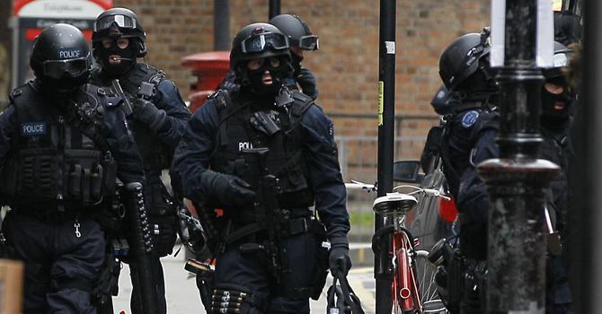 british-police-tottenham-ap-670