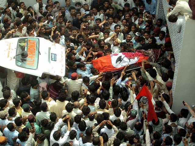 Thousands attend funeral: Basheer Qureshi buried