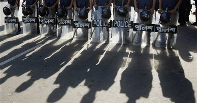riot-police-stand-guard-in-Dhaka