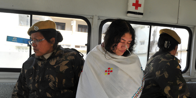 Sharmila-Chanu-in-ambulance