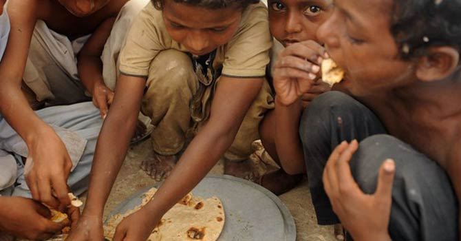 sindh-children-eating-afp760