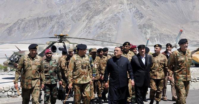 Zardari-Kayani-visit-Siachen-670