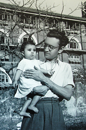 In 1939, when Manto married Safia, he was in dire financial straights. He later wrote an essay about his marriage, including one about how he tried to dissuade his father-in-law to be, from accepting his proposal for Safia. ?I told him my employment in a film company offers no salary. It only occasionally advances some cash to employees so they can stay alive. What I was surprised about was that when I told him that, despite all this I still drink a bottle of beer every evening, he did not mind it at all.?