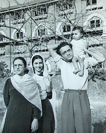 In an interview, Manto's eldest daughter Nighat Manto, who was nine when he died, remembers her father: ?Ba used to make her (Safia) pose; he ironed her saris and then stylishly photographed her. Our father was very strong, in every way, but our mother was very innocent. She was so simple that she often did not understand what Manto wrote. Aba separately wrote down short stories and explained them to her.?