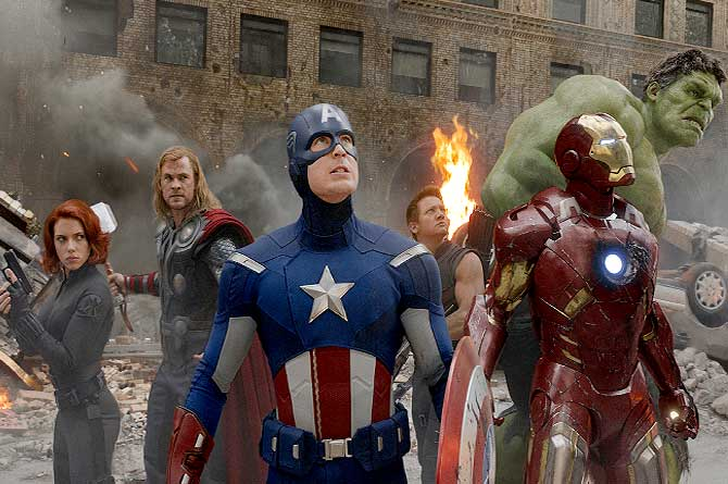 (L to R) Actors Scarlett Johansson, Chris Hemsworth, Chris Evans, Jeremy Renner, Robert Downey Jr. and Mark Ruffalo are shown in a scene from ?The Avengers?.