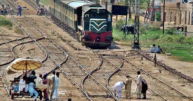 Pakrailway-track-670