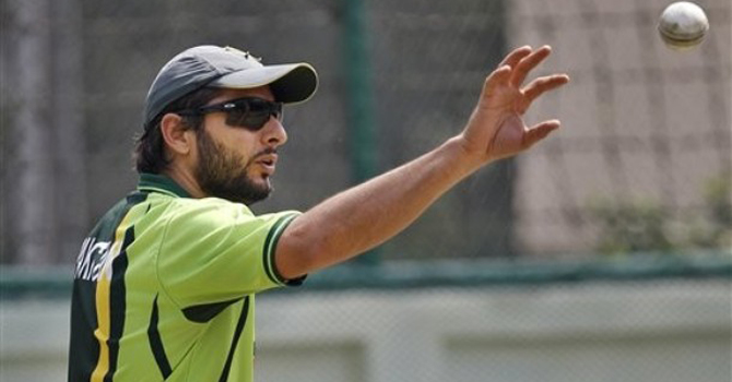 Shahid Afridi prepares to bowl in the nets during a training session in Dhaka, Bangladesh.—AP Photo