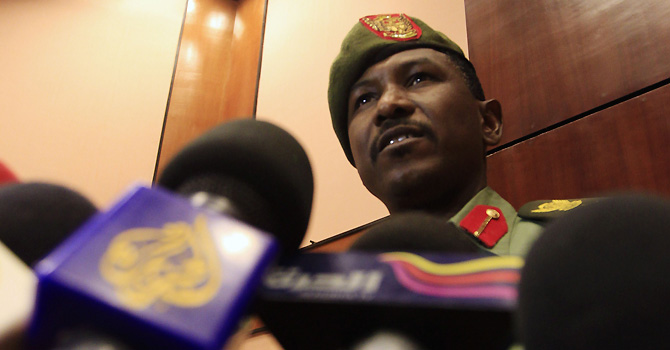 Sudanese Army spokesman al-Sawarmi Khalid speaks during a news conference in Khartoum May 28, 2012. Sudan's army will withdraw all troops from the disputed region of Abyei bordering South Sudan, Khalid said on Monday, complying with a demand by the U.N. Security Council. REUTERS/Mohamed Nureldin Abdallah (SUDAN - Tags: POLITICS MILITARY CIVIL UNREST)