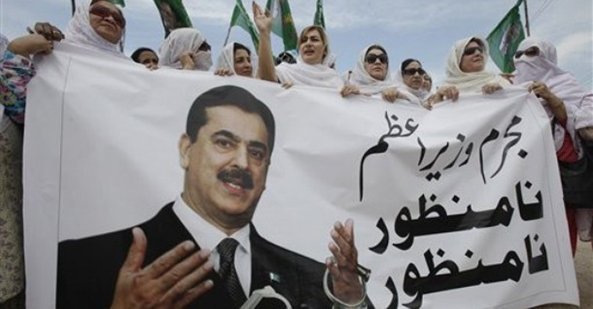 Supporters of Pakistani opposition party Muslim League rally against Prime Minister Yousuf Raza Gilani likely bitter political conflict.—AP Photo