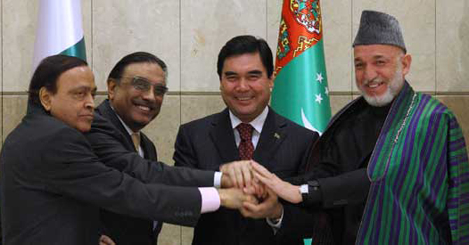 Indian Petroleum Minister Murli Deora, Pakistani President Asif Ali Zardari, Turkmen President Gurbanguli Berdymukhamedov and Afghan President Hamid Karzai, from left, shake hands during a meeting in Ashgabat, Turkmenistan.—AP Photo