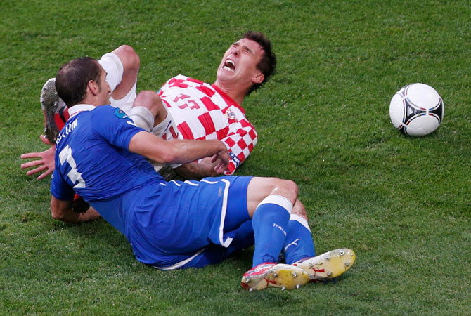 Italy's Giorgio Chiellini (Left) fights for the ball with Croatia's Mario Mandzukic during their Group C Euro 2012 football match. ? Photo by Reuters
