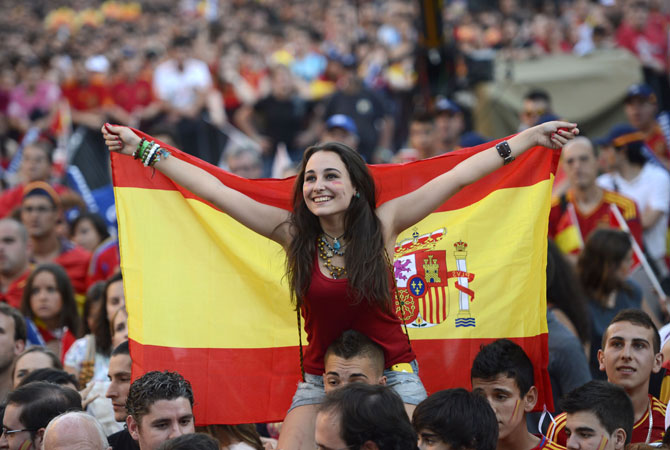 Supporters of the Spanish national football team react as they watch the Euro 2012 Championships football match between Spain and Ireland. ? Photo by AFP