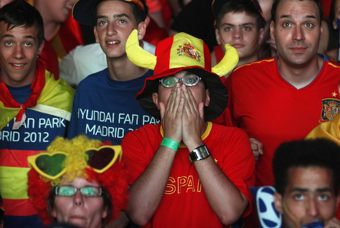 Supporters react during Spain's Euro 2012 quarter-final soccer match against France at a fan mile in Madrid June 23, 2012. ? Photo by Reuters