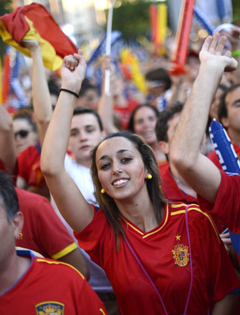 Supporters of the Spanish national football team react as they watch their team during the Euro 2012 Championships football. ? Photo by AFP