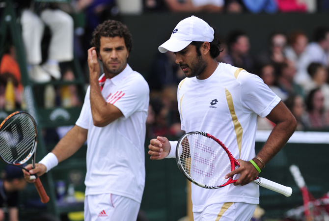 Pakistan's Aisam-Ul-Haq Qureshi (Left) and Netherland's Jean-Julien Rojer (Right) during their second round men's doubles match against US player Bobby Reynolds and South Africa's Izak Van Der Merwe on day five of the 2012 Wimbledon Championships. ? Photo by AFP